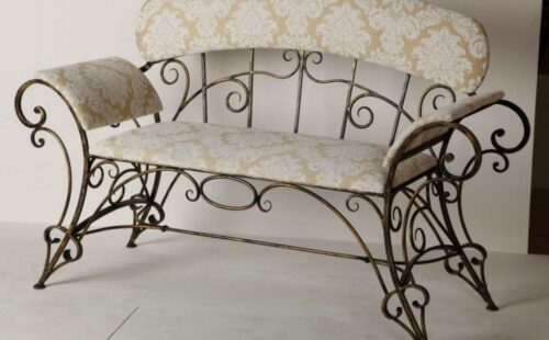 Кованый диван с подлокотниками