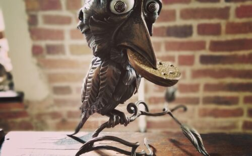 Кованая скульптура «Ворона с сыром»